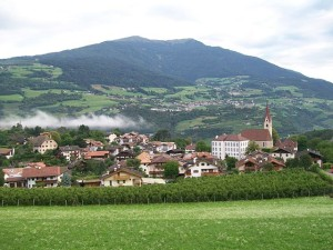 640px-Gufidaun_(South_Tyrol)_Panorama