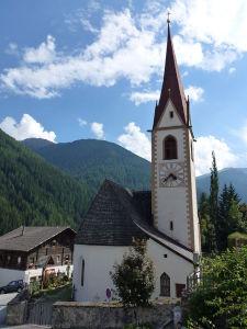 StNikolaus Pfarrkirche 225x300 Auf Entdeckungstour der Ultner Höfe